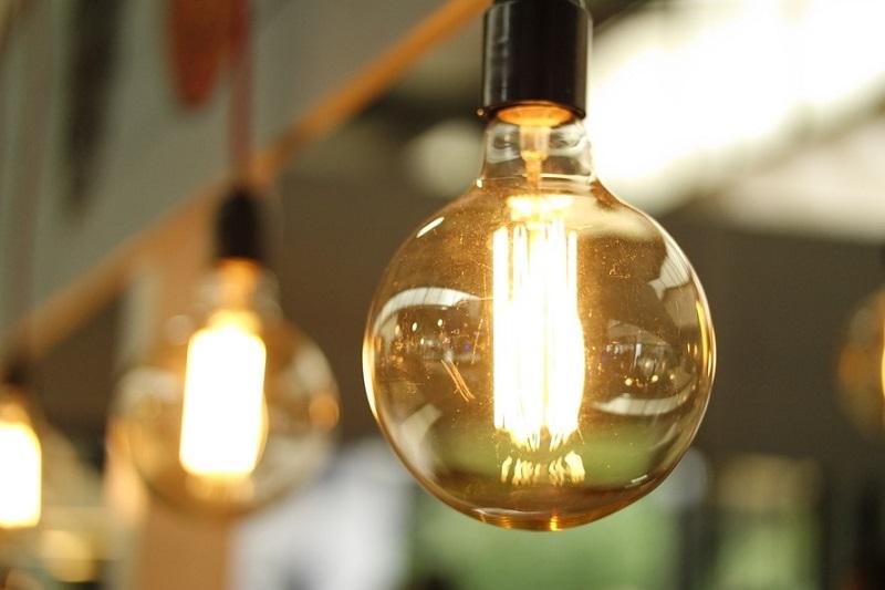 Ampoules, idées pour être écolo au quotidien dans sa maison